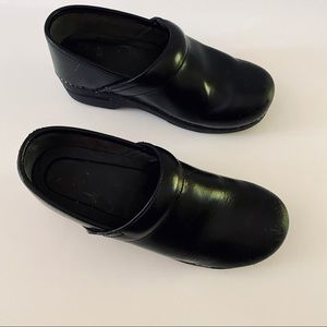 Dansko Black Professional Leather Clogs GUC